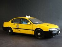 Maisto 2000 Chevy Impala Yellow Cab Taxi 1:18 Scale Die Cast  Model Car