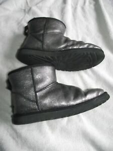 ugg silvery colour ankle boots fleece linedsize 6 uk good cond