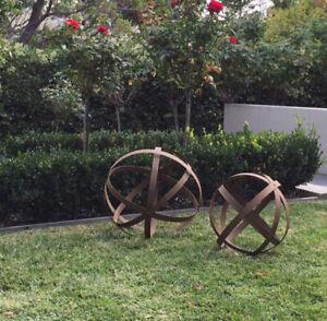 Set 2 Rustic Metal Ball / Sphere Garden Decor 50X50 / 41X41cm