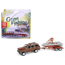 Johnny Lightning 1981 Jeep Wagoneer with Boat Gone Fishing 1:64 Brown JLBT003 A
