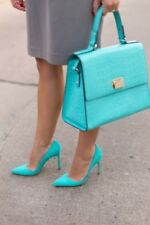 NWT Manolo Blahnik BB 105 suede turquoise heels pumps size 40 US 9.5 10 receipt