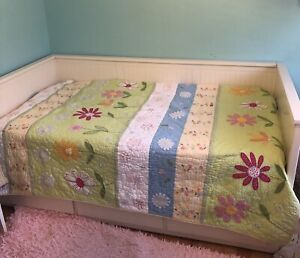 Pottery Barn Kid's Twin Quilt Daisy Garden Bedspread Yellow 86x68
