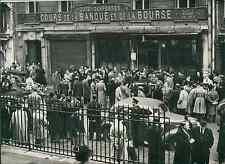 Paris, la Bourse en 1948 Vintage silver print Tirage argentique  13x18