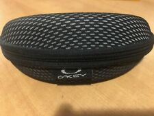 OAKLEY black/white zipper padded hard curved clamshell sunglasses case storage