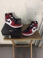 Air Jordan 1 Mid Chicago Toe 554724-069 Size 8.5 Mens
