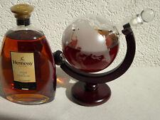 Design Cognac Karaffe Globus Weltkarte Dekanter Geschenkflasche auf Holzständer