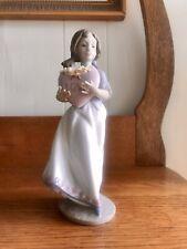 Lladro Figurine #6155 European Love Girl Holding Heart W/flowers