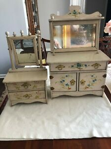ANTIQUE SALESMAN SAMPLE WOOD CHEST & DRESSER EARLY 1900's DOLL FURNITURE