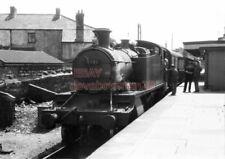 PHOTO  GWR LOCO  4121 AT BRIDGEND RAILWAY STATION ON 7TH JULY 1962