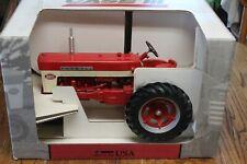 ERTL 1/8 Scale Model FARMALL 560 Die Cast Tractor Narrow Front