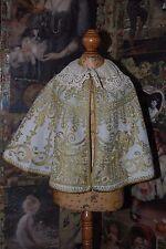 Metal Oro Antiguo Victoriano increíblemente encantador bordado Lana Caminar Cape