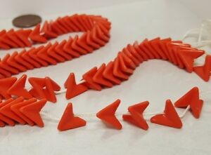 100 VINTAGE CORAL ACRYLIC STACKABLE CHEVRON TRIANGLE 10mm. DECO BEADS N492