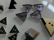 150 Kunststoff Dreieck handgemachte Knöpfe 2 Loch Nähen Scrapbooking DIY