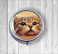 CAT FUNNY FACE ON TABLE PILL BOX ROUND -dku7Z