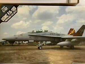 1/32 Academy USMC F/A-18D VHFA(AW)-242 Bats