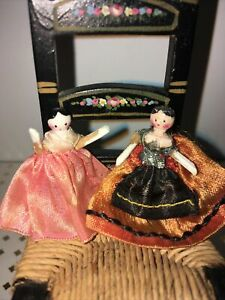 Vintage 2 Peg Wooden Dolls For Dollhouse Toys