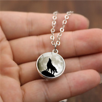 Wolf Howling at the Moon Pendant Necklace - UK Stock