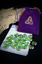25 Verre Rune Stones & sac fait main wicca pagan Triquetra divination Sorcière