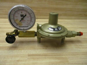 Matheson 3702 Pressure Regulator W/ Gauge