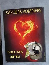 """plaque métal rétro Sapeurs Pompiers casque F1 """"SOLDATS DE FEU """"40 x 30 cm"""