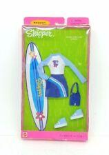 VINTAGE 2000 BARBIE SKIPPER FASHION AVENUE MALIBU SURF CAMP OUTFIT NRFB #25753