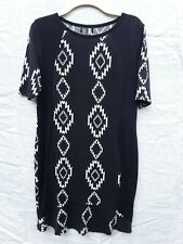 Dress Black grey white short sleeve stretch size 16 18 African Aztec Geometric