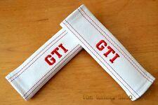"""2x pastillas de cubiertas de cinturón de seguridad de cuero blanco """"GTI"""" Rojo Bordado"""