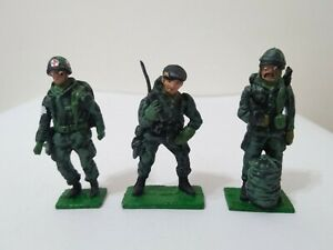 MALVINAS WAR LEAD SOLDIERS 1/32 PARATROOPERS MEDIC & FLAG ARGENTINA 80s LOT OF 4