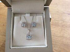 9ct White Gold Aquamarine & Diamonds pendant and earringsb