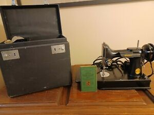 singer featherweight sewing machine 221; 1947 with case & accesories