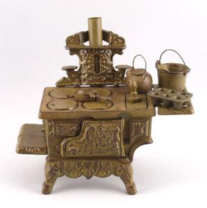 9937135 Guss- Eisen Puppen-Küchen-Herd rustikal mit Zubehör 30x28x14cm