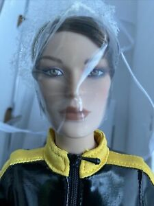 "Tonner 17"" LARA CROFT TOMB RAIDER LEGEND QUEST TO AVALON 2009 Fashion DOLL LE100"