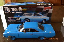 GMP 1:18 1970 PLYMOUTH ROAD RUNNER -CORPORATE BLUE - CASE NEW -