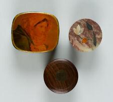 Sammlung von 3 kleinen Dosen, verschiede Materialien
