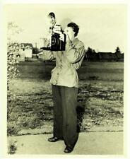 WOMAN SOLDIER TAKING PHOTO w/ VINTAGE CAMERA & FLASH BULB ORIG 1950's 8x10 PHOTO