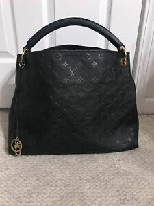 Louis Vuitton Artsy MM Black Calf Leather Hobo Bag