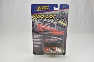 Johnny Lightning Cale Yarborough #28 Stock Car Legends Hardee's 1984 Monte Carlo