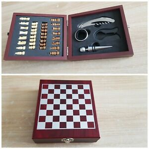Unique red Wine & Chess mens Gift Set excellent condition