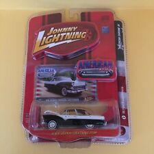 Johnny Lightning American Chrome 55 Crown Victoria - Black/White 1:64
