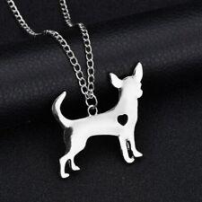 Halskette mit Anhänger. Hund mit Herz. Chihuahua