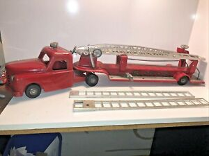 Vintage STRUCTO Fire Department Pressed Steel 1950's Ladder Truck