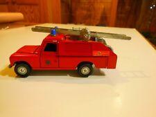 Camionette de pompiers LAND ROVER 109 B par DINKY TOYS ANGLETERRE