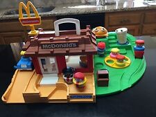 Vintage Fisher Price Little People McDonalds Restuarant #2552 extras COMPLETE