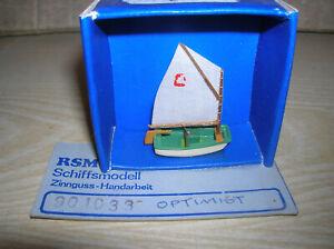"""RSM Schiffsmodell Segelboot """" Optimist """" in 1:87 H0 HO Metall & Stoffsegel"""