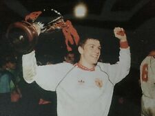 LEE SHARP - MANCHESTER UNITED LEGEND - EXCELLENT UNSIGNED CUP WINNING PHOTOGRAPH