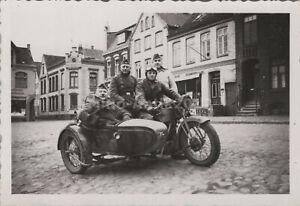 Foto, WK2, Krad Gespann voll besetzt auf Marktplatz  (N)50256