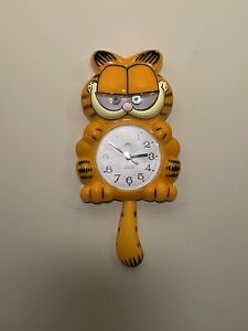 Vtg 1970s Garfield Animated Kit-Cat Style Wall Clock By ETLD Moving Tail Eyes EC