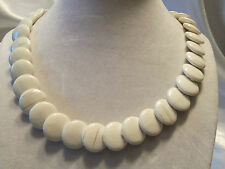 BEAUTIFUL Vintage CREAMY WHITE w/Silver Accents Overlapping DISK Necklace 14N198