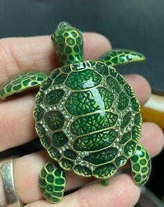 Cute SEA TURTLE Trinket or Pill Box. Enamel Green & Crystal. Magnetic Closure.