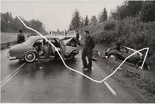 24x16 Press Photo 1962 accident Volvo Amazon DKW f93 like or Matt Police Photo